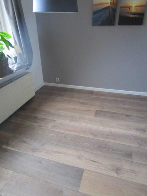 Lamelplank met 3mm hardhouten toplaag verlijmd op een 9mm watervaste berken multiplex drager - Hardhouten vloeren vloerverwarming ...