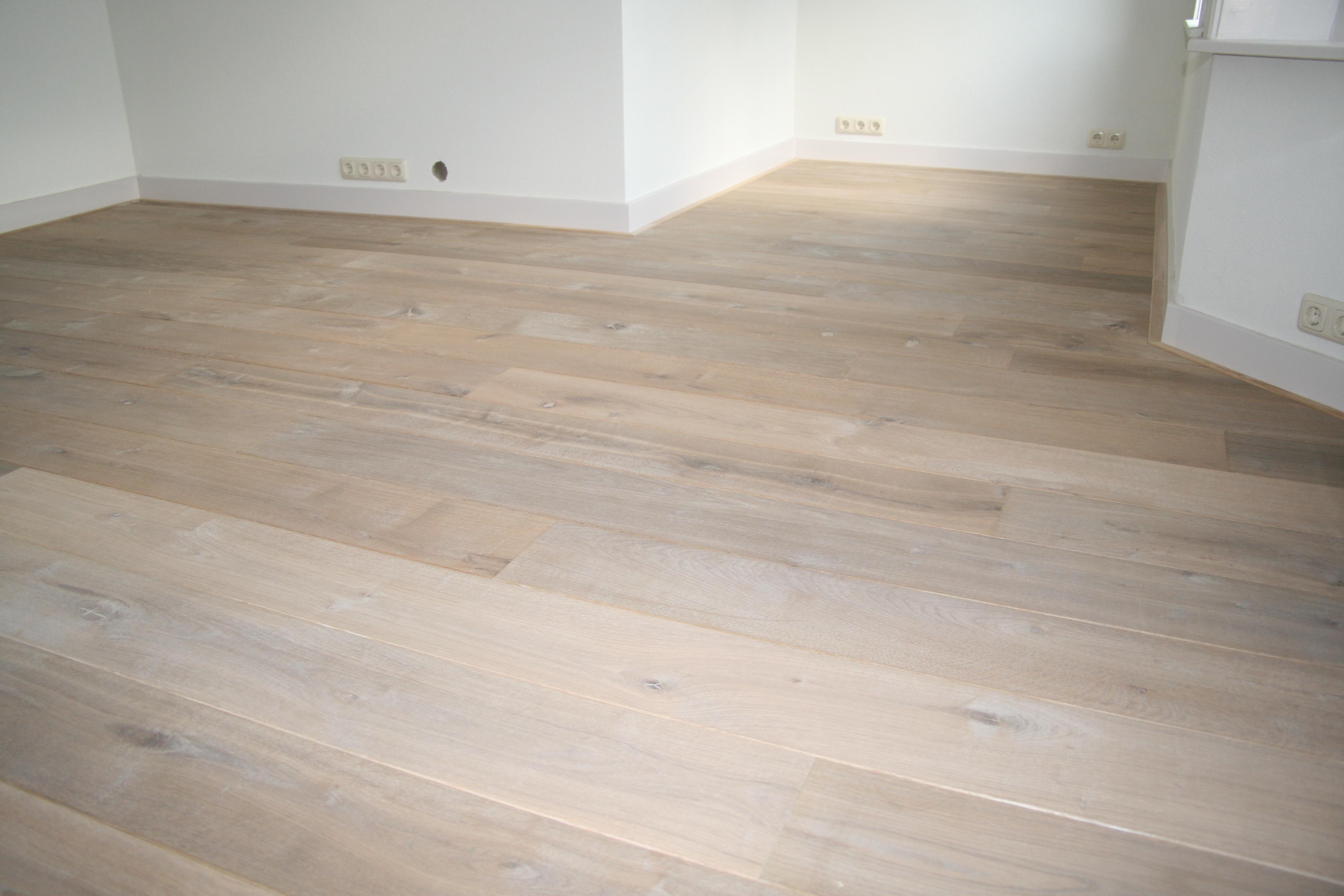 Laminaat Wit Eiken : Laminaat wit eiken elegant houten vloer visgraat wit eiken via