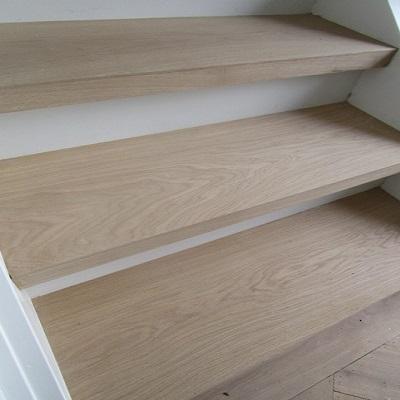 Parket laminaat nu trapbekleden traprenovatie houten for Trap hout wit