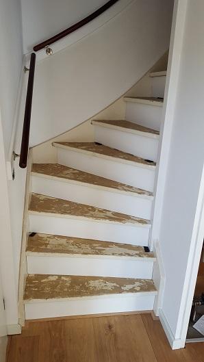 Parket laminaat nu trapbekleden traprenovatie houten for Trap met kwartdraai